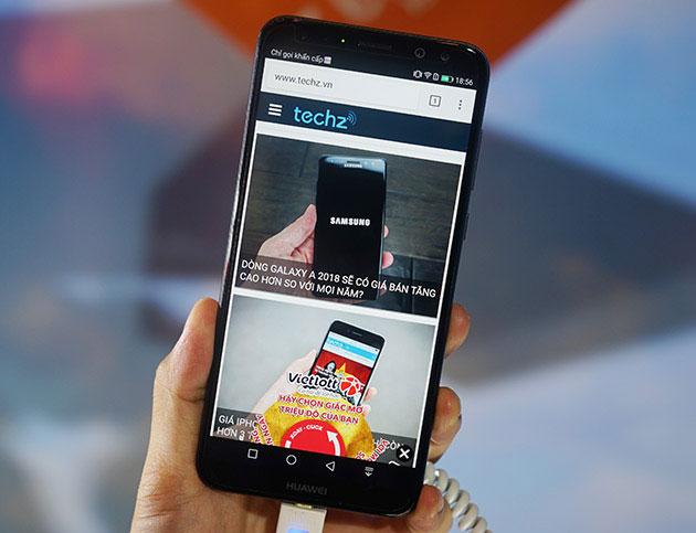 Cận cảnh Huawei nova 2i phiên bản màu Đen.