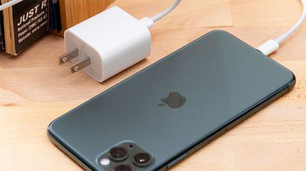 Thời gian sạc đầy pin iPhone 11 mất bao lâu?