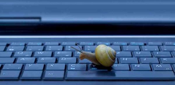 Có khá nhiều nguyên nhân khiến laptop của bạn chạy chậm
